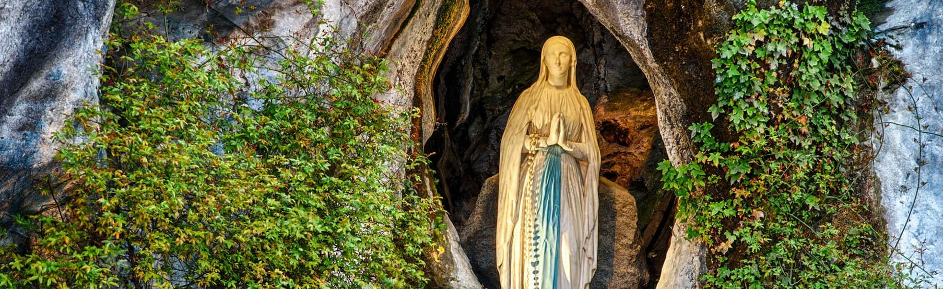 Viaggio a Lourdes in Aereo da Milano Santi
